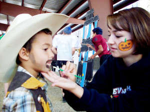 Halloween_2009_event__face_painting_